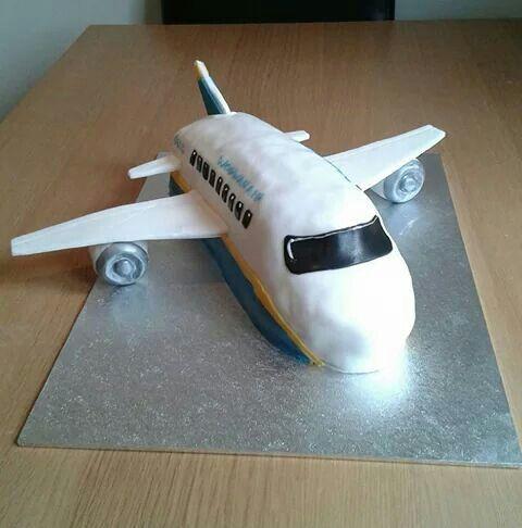 Aeroplane birthday cake