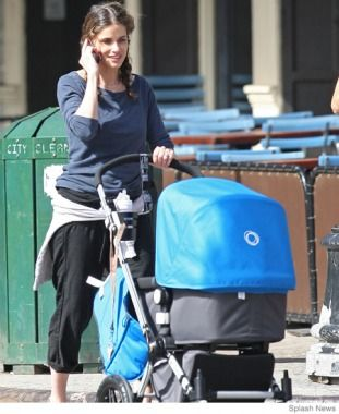 Amanda Peet with her Bugaboo Cameleon http://www.minimee.com.au/brands/bugaboo/bugaboo-cameleon3-stroller-complete-base-top-black-chassis.html