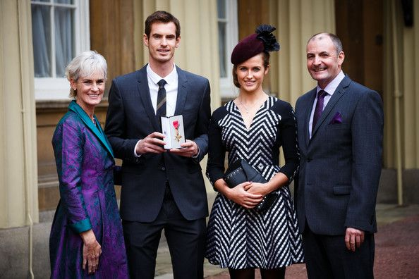 Andy Murray and Kim Sears Photos Photos - Wimbledon champion Andy Murray, his parents Judy and Will and his girlfriend Kim Sears pose at Buckingham Palace on October 17, 2013 in London, England. Murray was awarded the Order of the British Empire (OBE) from Prince William, Duke of Cambridge. - Investitures Held at Buckingham Palace