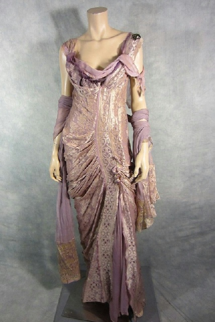 Replica Ancient Roman Fashion [Doesn't look like any Roman outfit I've seen but its very pretty.  NLP]