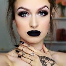 Batom preto: Usar ou não usar? http://guriasdenoia.com.br/?p=867