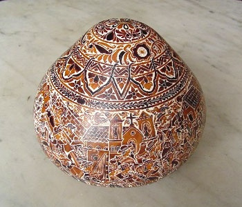 A Sixto Seguil gourd available from gamaarte, a non-profit committed to promoting Art and Culture and the preservation of Peruvian cultural patrimony. Visit their stall at Boutique de Noel for one-of-a-kind artisan made gourds, ceramics, textiles and more.