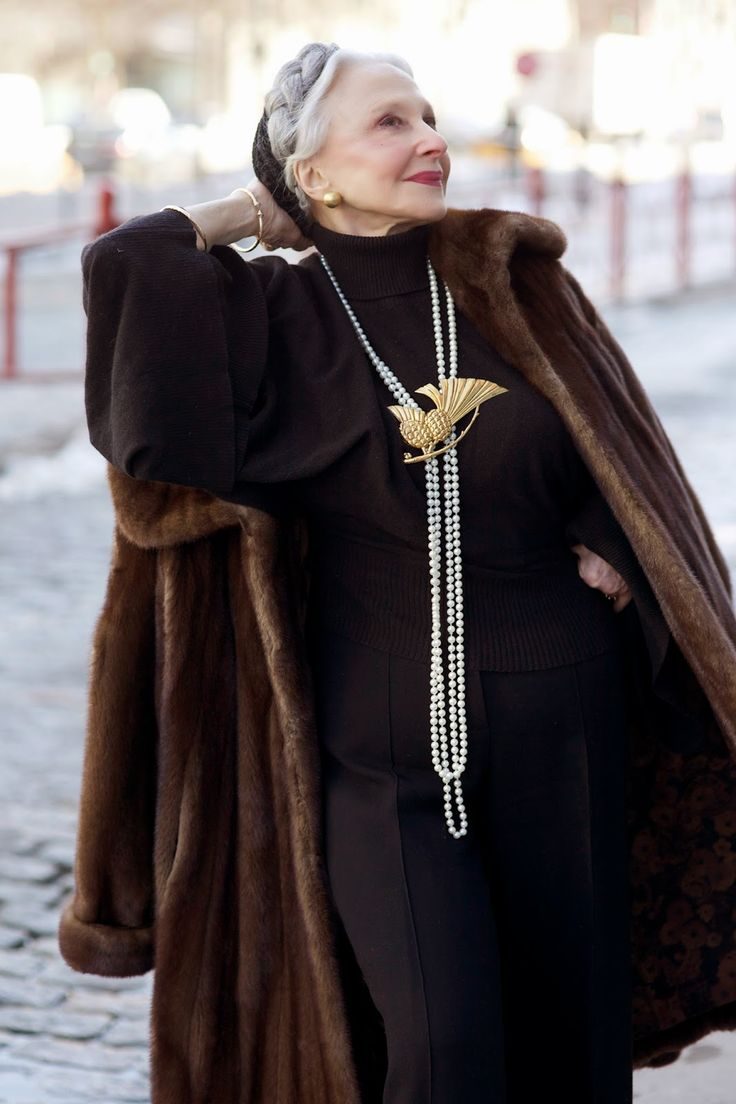 ADVANCED STYLE.  So stunning!  Can I be this lady when I grow up?