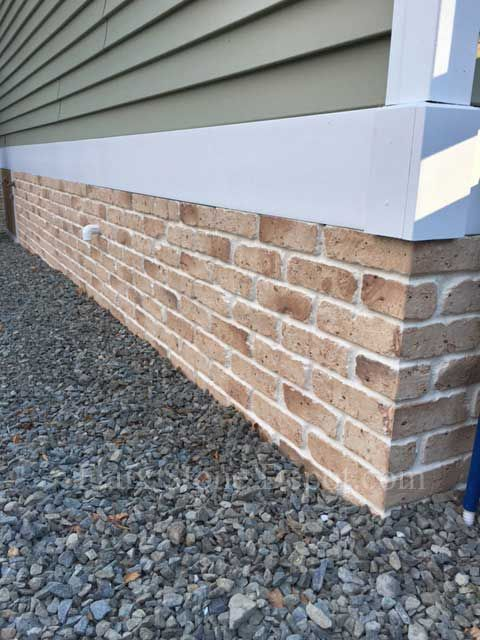 Some great use of faux brick siding sheets covering a skirting area #fauxbricksiding #bricksiding