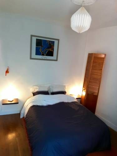 L'Esperluette Le Mans L'Esperluette is situated in Le Mans, 800 metres from Culture and Convention Centre of Le Mans and 800 metres from ECOFAC Business School.  The rooms come with a flat-screen TV and Blu-ray player. Some rooms include a seating area where you can...