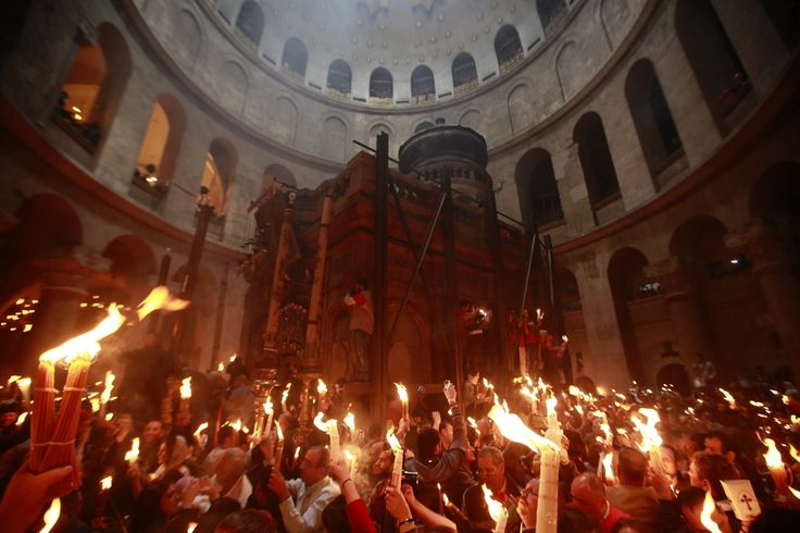Stunning Holy Fire Ritual Lights Up Orthodox Easter In Jerusalem (VIDEO)