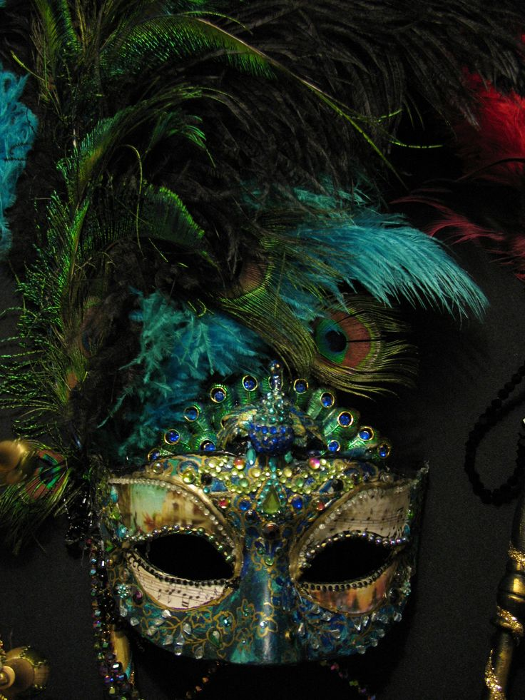 Attend a masked ball on New Years Eve so I can bejewel myself with something similar to this gorgeous peacock mask and get all dolled up!