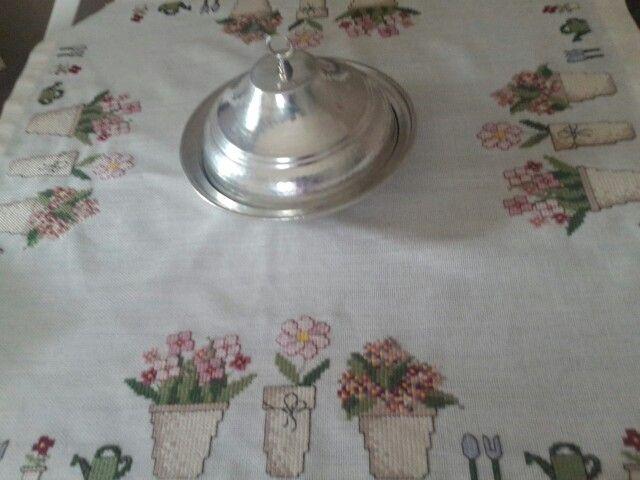 Kanaviçe masa örtüsü