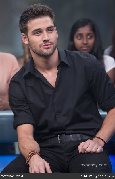 I know what you're thinking... that girl in the back tho!!! Lol jk Ryan Guzman!<3