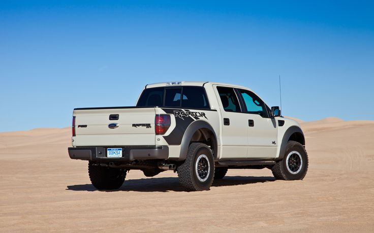 2013-ford-svt-raptor-rear-34