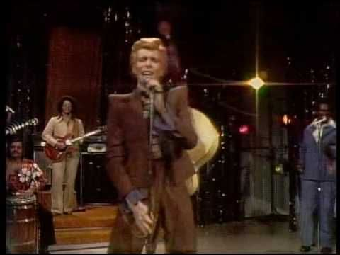 David Bowie Young Americans Live Dick Cavett Show 1974 . . . Yes that's Luther Vandross singing background and David Sanborn on sax