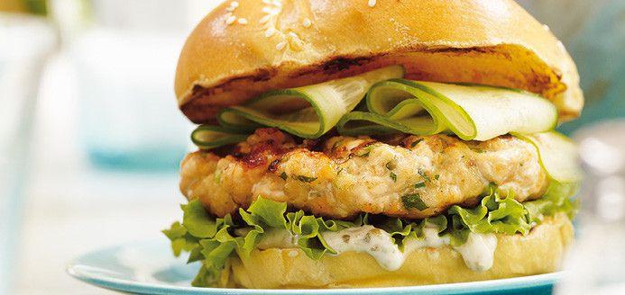 Hamburgers de saumon Recettes | Ricardo Recette que ma mere me fait super bon... Moi quo n'aime pas le poisson tellement