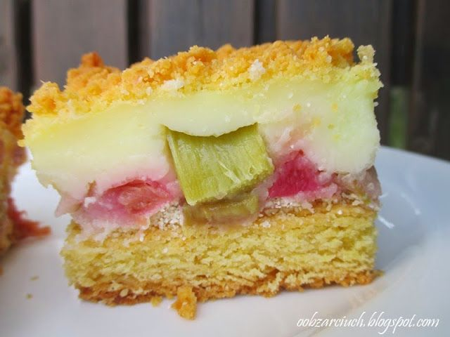 Idealne połączenie kruchego ciasta, kwaśnego rabarbaru i słodkiego budyniu