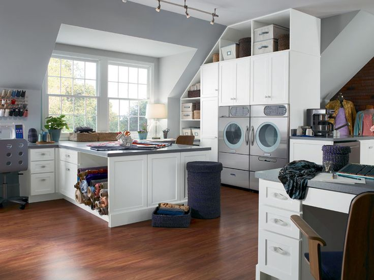 Laundry craft room!   http://www.furnishism.com/photos/big-laundry-room-combined-with-crafts-room-2.jpg
