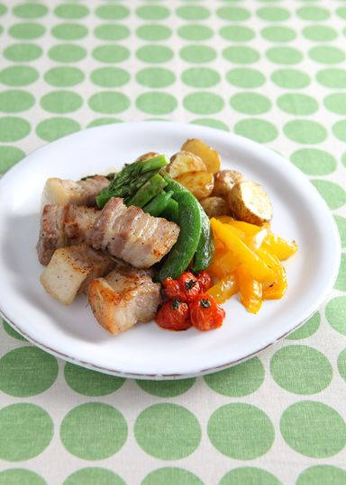 豚バラ肉と野菜のイタリアンバーベキュー のレシピ・作り方 │ABC ... おしゃれで上品なバーベキューメニューを作ります。豚バラ肉・春野菜をローズマリー風味でこんがり焼き上げます。彩りも綺麗で見栄えのするおしゃれバーベキューです。