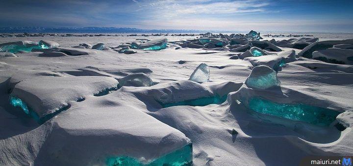 Il Lago Bajkal è uno dei più grandi e antichi laghi del mondo, si trova nella Siberia meridionale ed è situato tra Occidente e Oriente.