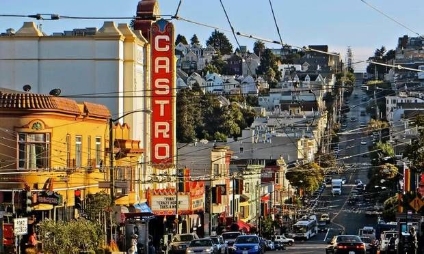Opdag San Franciscos ældste bydel på ny  San Franciscos ældste kvarter, Mission District, har de sidste år oplevet en renæssance, hvor nye, hippe restauranter og butikker er dukket op og har blandet sig med kvarterets fattige, latinamerikanske rødder.