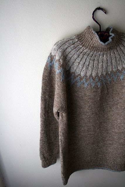 Ravelry: gussie's emil. I love the tiny row of contrasting trim along the bottom.
