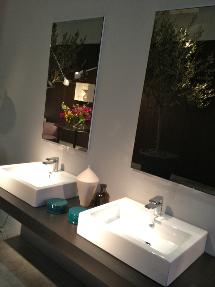 Duravit  X-Large updated on display at ISH 2013