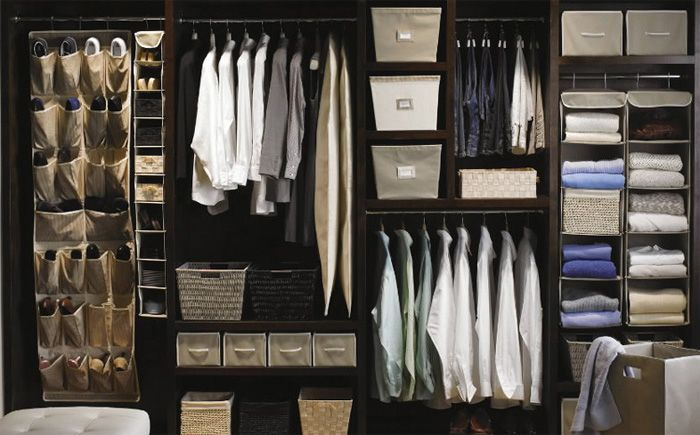 Мебель и предметы интерьера в цветах: серый, светло-серый, белый, бежевый…