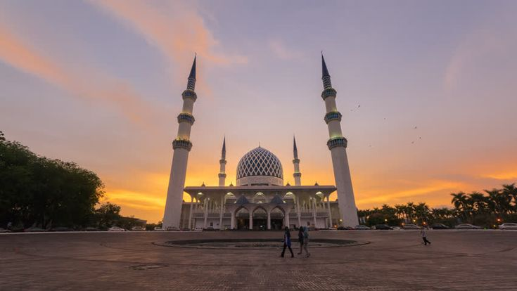 4K Night to Day Time Lapse at a mosque in Shah Alam, Malaysia, Slider Motion Timelapse effect.