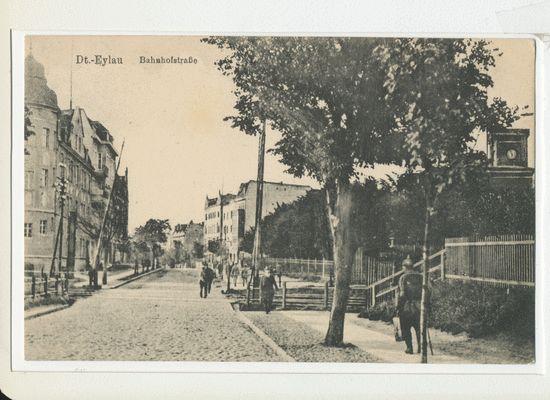 Deutsch Eylau, Bahnhofstraße, rechts die Infanterie Kaserne