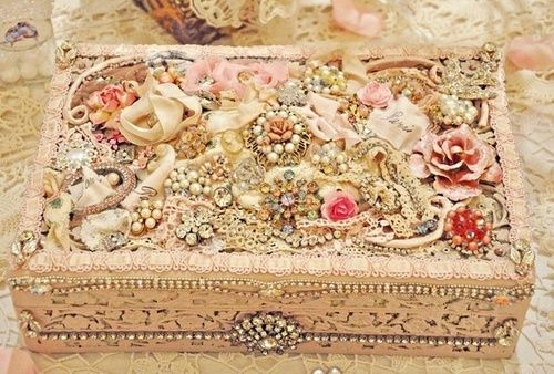 framed jewelry art   looks like mama's jewelry box ♥♥