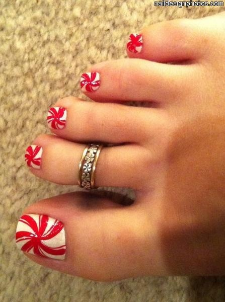 Peppermint toes! - i'd do this on the big toe only.  red on the others.