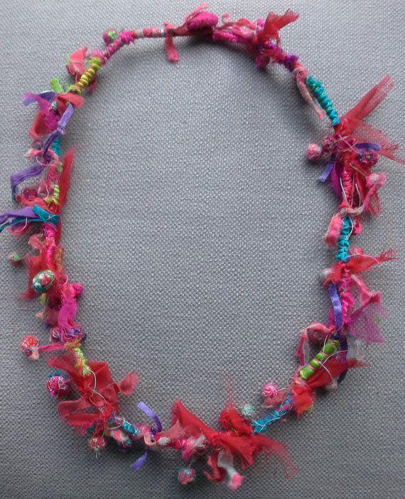 Collier textile multicolore. Création originale. par VeronikB