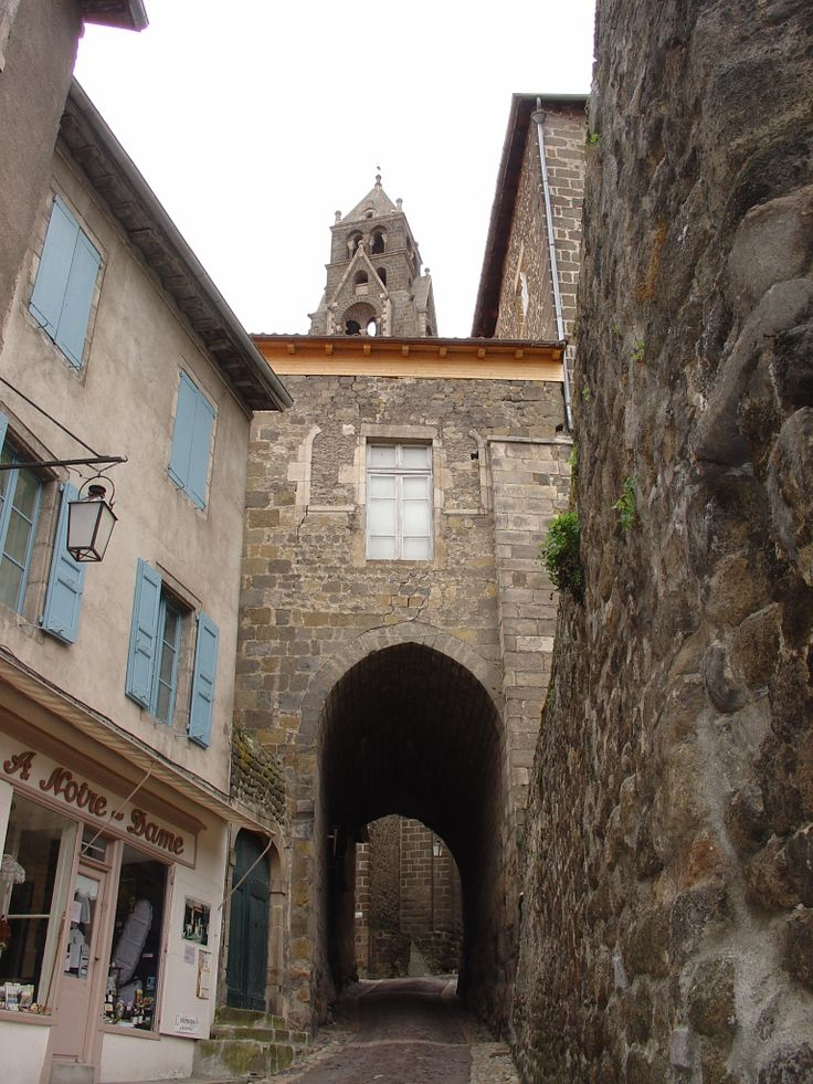 Nous allons suivre les traces de Robert Louis Stevenson et de Modestine Départ du Puy en Velay Avril 2004