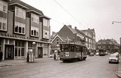 Rotterdam - Kleiweg, links de Rover/Leyland garage. De kruising van de Straatweg op de achtergrond en een inkijkje op de Kootsekade