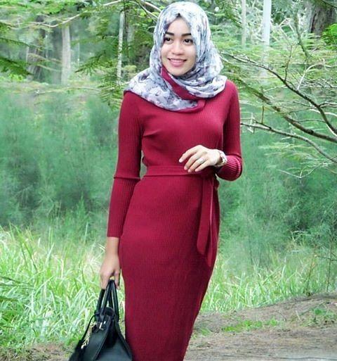 "168 Likes, 2 Comments - Jilbab cantik (@jilbab.cantik) on Instagram: ""Yang belang emg lebih hot @bella.mahardhika  Follow juga : @indonesiaberhijab93 OA line nya :…"""