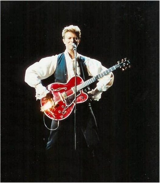Bowie and his Gretsch Chet Atkins Country Gentleman