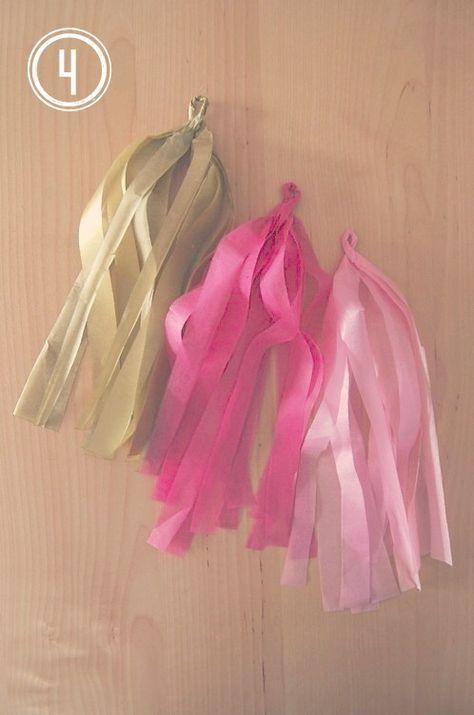 Hoy os traigo el tutorial de una guirnalda en papel de seda. El otro día vi una guirnalda preciosa en el blog Linen, Lace & Love , ...