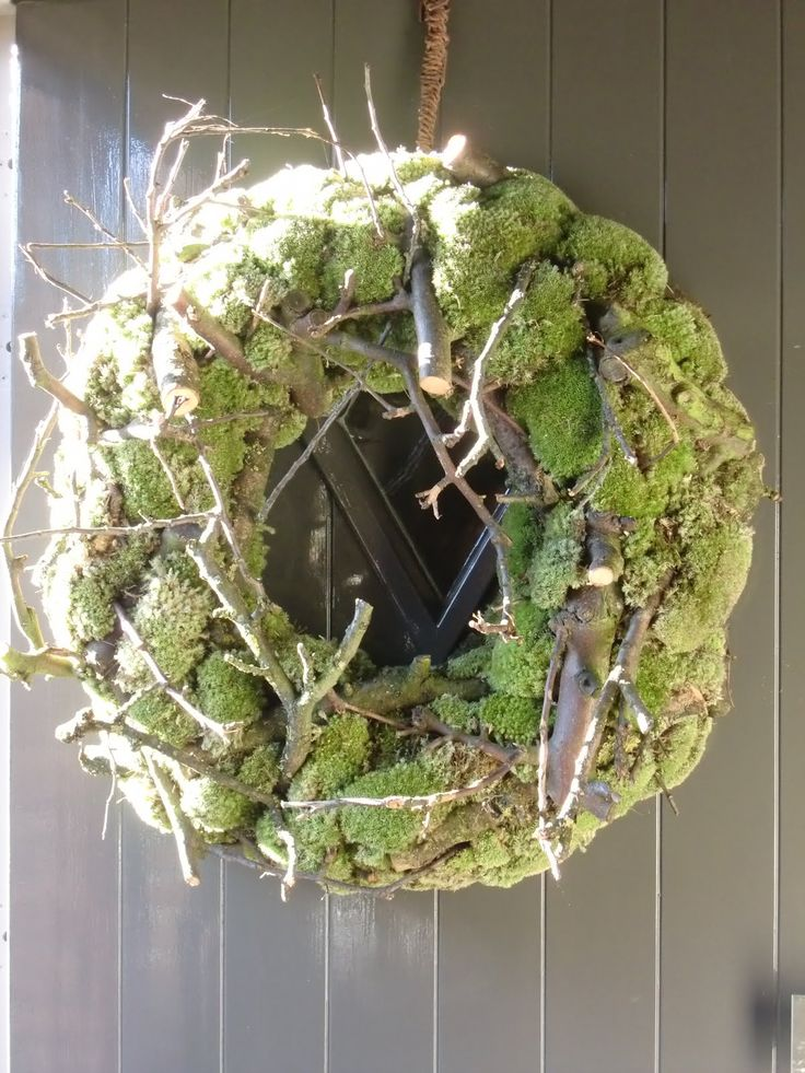 Moss and twigs wreath.