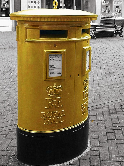 Gold postbox in honour of an Olympic gold medallist