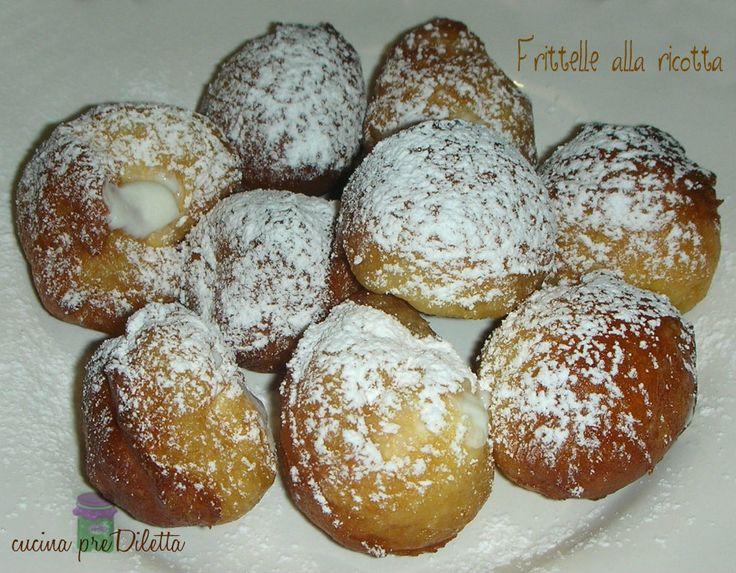 Ecco un'altra ricetta di frittelle (è il periodo!): frittelle alla ricotta. Queste sono delle frittelle dolci che amo in modo particolare, sarà perchè mi...