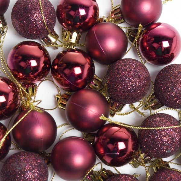 Maroon Christmas Ornaments Part - 18: Why Not Colour Christmas In Marsala?