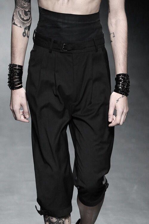 darkclothes:    クリスチャン ダダ S/S '14 「DEFECTIVE」@Torianna Leng Leng Wheeler   black clothes