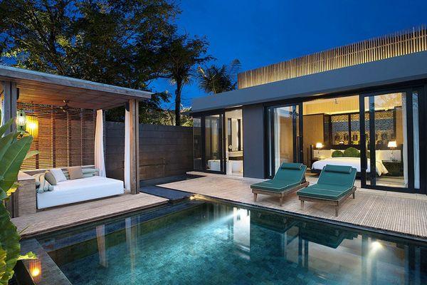 究極のスタイリッシュをコンセプトにしたインドネシア・バリ島にある「Wリトリート(W Retreat & Spa Bali)」。最高級レベルながらも堅苦しさはなく、遊び心満点なホテルで、バリ島特有の建築様式とモダンでスタイリッシュなデザインが特徴的。