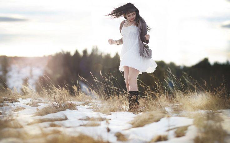 девушка, радость, поле, снег, свет