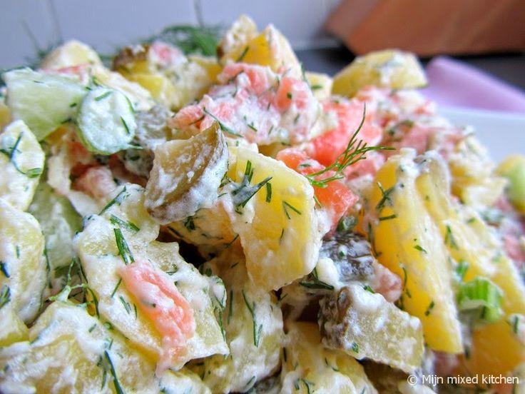 Mijn mixed kitchen: Aardappelsalade met gerookte zalm, komkommer en dille