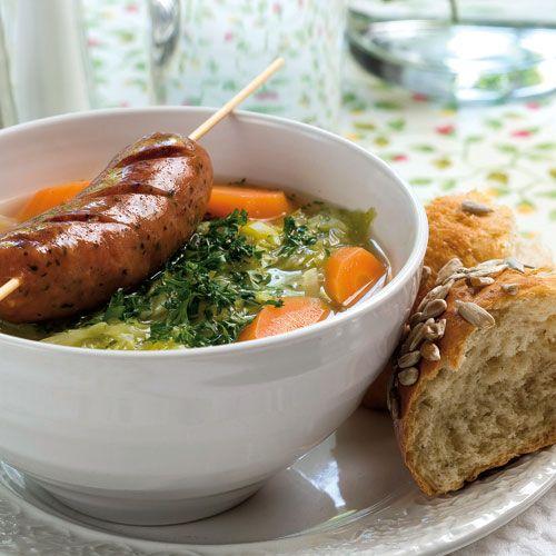 Recept på Färsk vitkålssoppa med kryddig korv från - Hemmets Journal