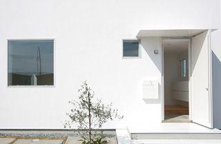 無印良品の家「窓の家」は絵画を見るように風景を窓で切り取り、暮らしと風景と家族をつなぎます。家族構成や暮らし方に合わせて「永く使える、変えられる」家です。