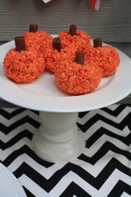 Halloween Rice Krispie Treat Pumpkin #halloween #ricekrispiepumpkin