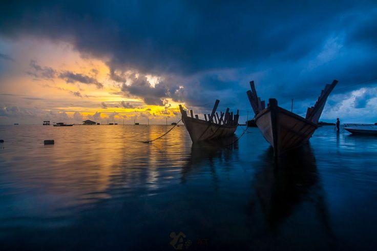Sunrise at Hope Island by Anggit Priyandani