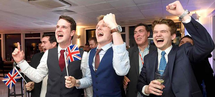 Leave supporters cheer results at a Leave.eu party after polling stations closed in the EU referendum on 23 June 2016. (photo: Toby Melville/Reuters)