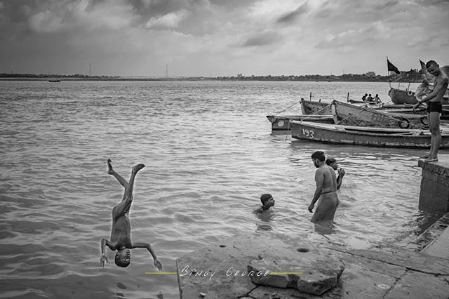 Life's #MOMENTS at the Ghats of #Varanasi. #binoygeorgephotography #binoygeorge #lpmi #NGTIndia #apfmagazine #creativeimagemagazine #LiveBravely #TLPicks #LiveTravelChannel #insidertravel #tripotocommunity #CultureTrip #bbcculture #wonderful_places #tourism #IncredibleIndia #iamnikon #indiaphotosociety #YourShotPhotographer #dslrofficial #photographers_of_india #Culture #discoverindia #OutlookTraveller #people @pictures.of.india @talent.of.india @dslrofficial @indiashutterbugs @india.explore…
