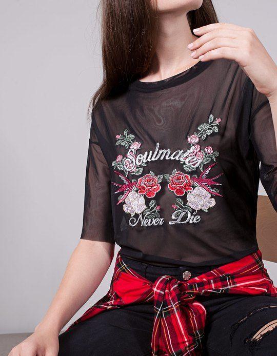 Na Stradivarius encontrarás 1 T-shirt tule bordado para mulher por apenas 19.95 Portugal . Entra agora e descobre-o juntamente com mais ROUPA.