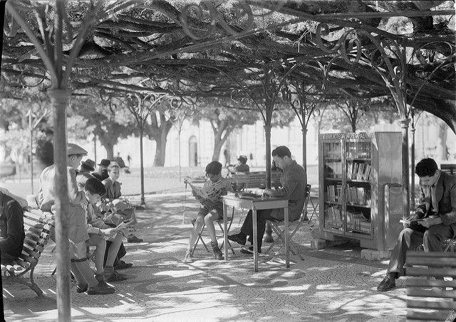 Biblioteca de Jardim, Lisboa, Portugal  Situada no Jardim do Príncipe Real. Fotógrafo: Estúdio Mário Novais.